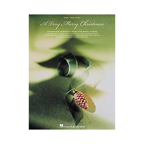 Hal Leonard A Very Merry Christmas Piano, Vocal, Guitar Songbook