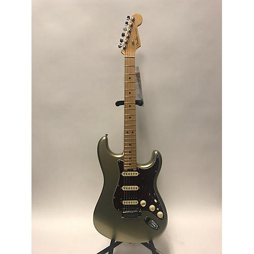 Fender 2017 American Elite Stratocaster Solid Body Electric Guitar Champagne