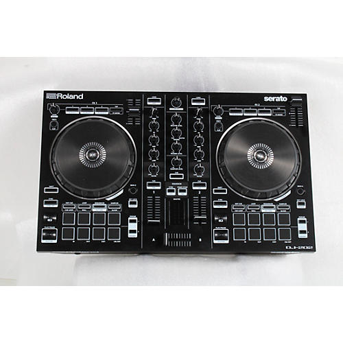 Roland DJ-202 Serato DJ Controller Condition 3 - Scratch and Dent  194744275012