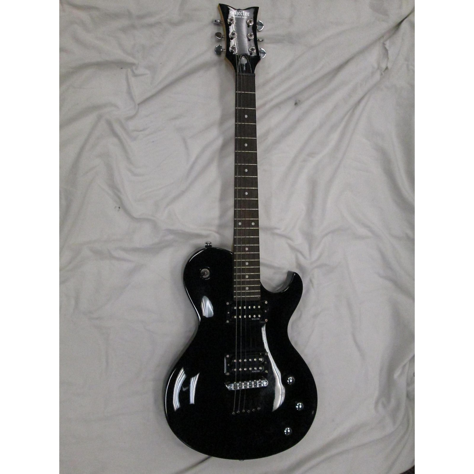 Schecter Guitar Research Omen Solo 6 Solid Body Electric Guitar