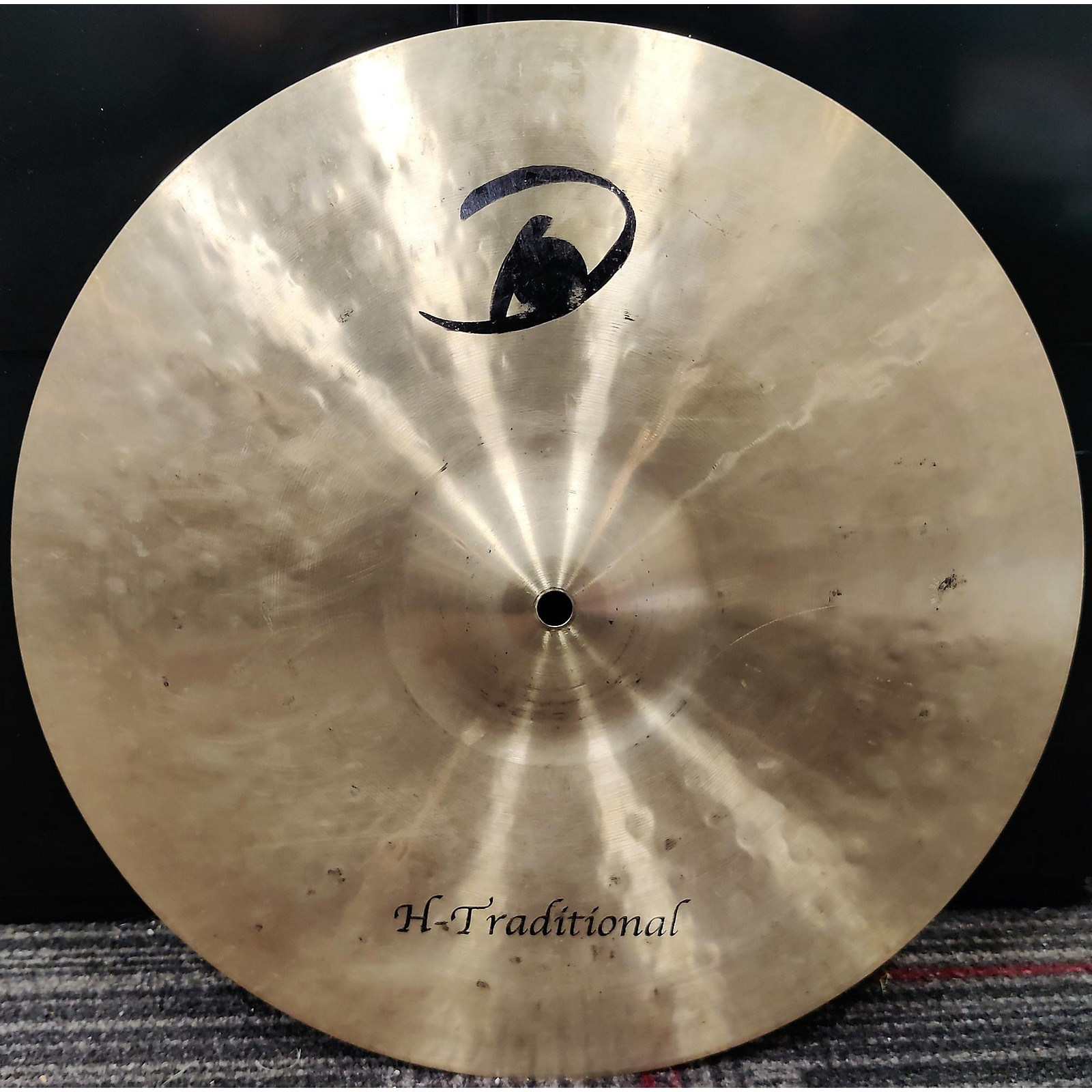 In Store Used Used Domain 16in H Traditional Crash Cymbal